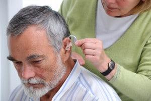 Tratamento da Presbiacusia Quando usar um aparelho auditivo